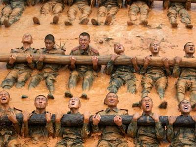 Binh lính Trung Quốc luyện tập
