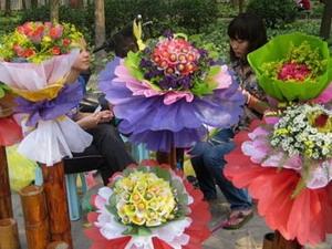 Rộn ràng thị trường hoa đón Ngày phụ nữ Việt Nam 20-10