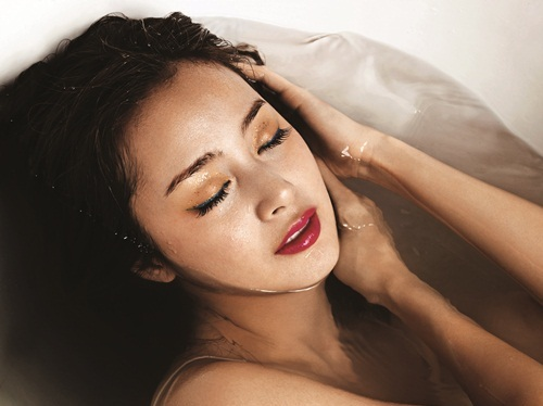 Kim Tae Hee và Lee Hyo Ri: Ai gợi cảm hơn?