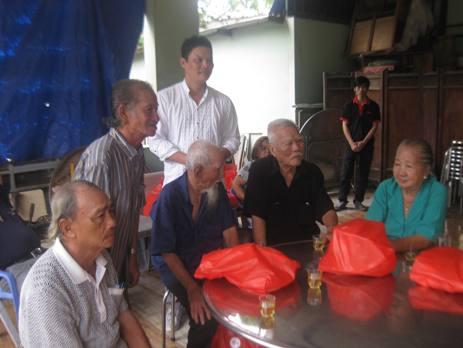 Đạo diễn Lê Quý Dương thăm Viện dưỡng lão nghệ sĩ