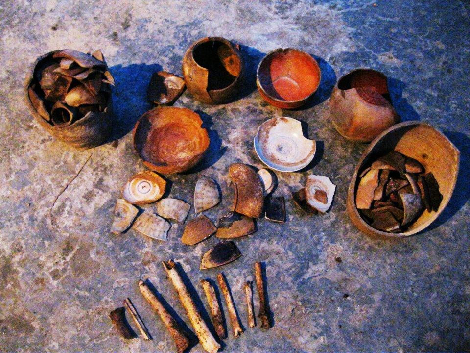 Phát hiện hang động chứa nhiều di vật cổ