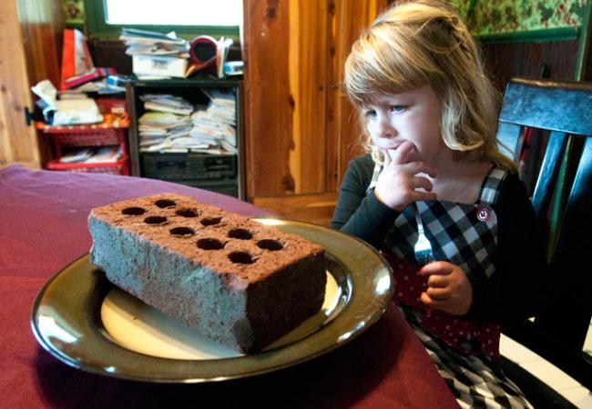 ... thích ăn những vật cứng như bóng đèn, gạch, gậy gỗ… Natalie đã mắc phải  hội chứng pica khiến cô bé nghiện ăn những thực phẩm không phải chất dinh  dưỡng.