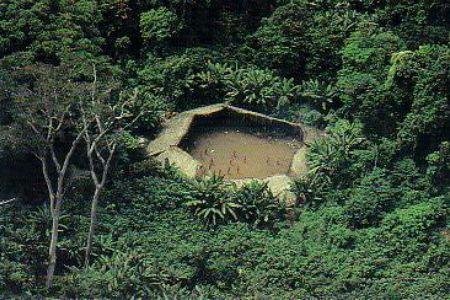 Công bố ảnh mới về bộ lạc biệt lập trong rừng Amazon