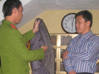Đường lao lý của Hạt trưởng kiểm lâm bị nghi buôn lậu gỗ