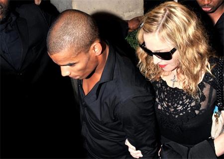 """""""Phi công trẻ"""" ngỏ lời cầu hôn Madonna"""