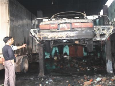 Liên tiếp hai vụ cháy ô tô