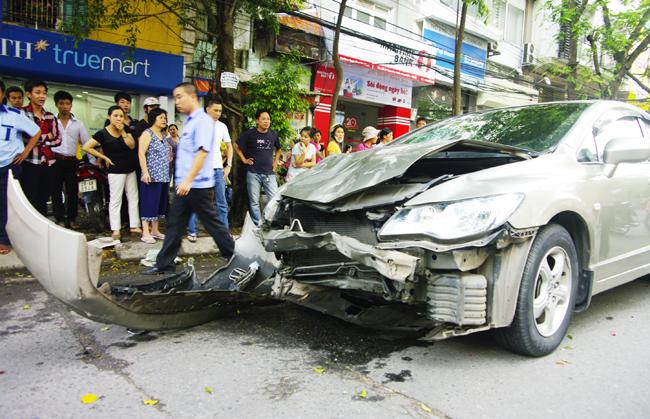 Toàn cảnh hiện trường vụ xe điên khiến 6 người nhập viện