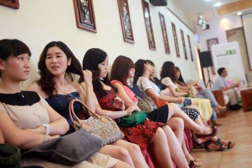 Phụ nữ Trung Quốc xếp hàng đi tuyển vợ đại gia