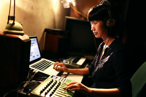 Nhạc sĩ trẻ Lương Huệ Trinh: Thân gái một mình độc đạo