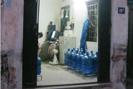 Chất lượng nước đóng bình bị thả nổi