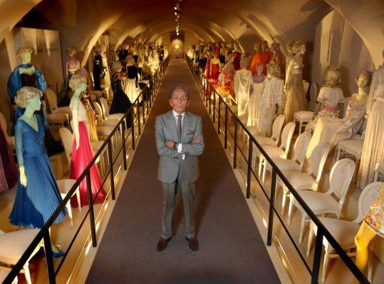 """Triển lãm 50 năm thời trang của Valentino: """"… như nét vẽ trong tranh Picasso"""""""