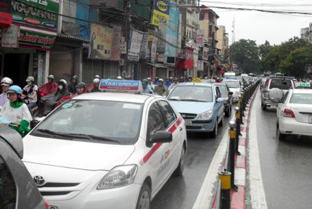 Hà Nội: Cấm taxi trên nhiều tuyến phố trước Tết