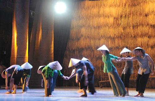 Biên đạo múa Tấn Lộc: Chúng tôi có thể dở nhưng ít nhất, dám đam mê