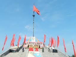 Lễ thượng cờ trên kỳ đài Hiền Lương