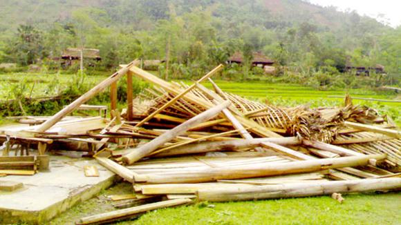 Lai Châu: Mưa đá, gió lốc hàng trăm ngôi nhà bị hư hại