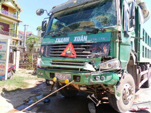 Tai nạn ô tô liên hoàn, Quốc lộ 1A ách tắc 10 km ở Nghệ An
