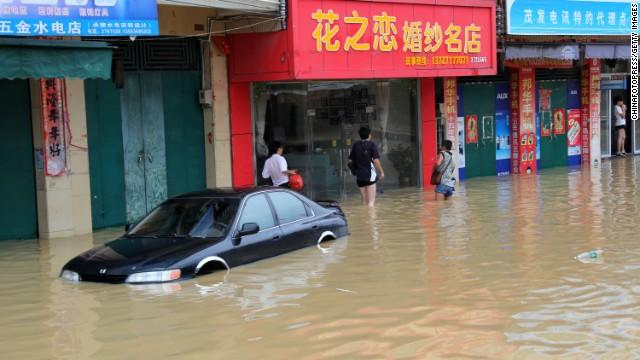 Lũ lụt hoành hành ở Trung Quốc khiến hơn 107 người thiệt mạng