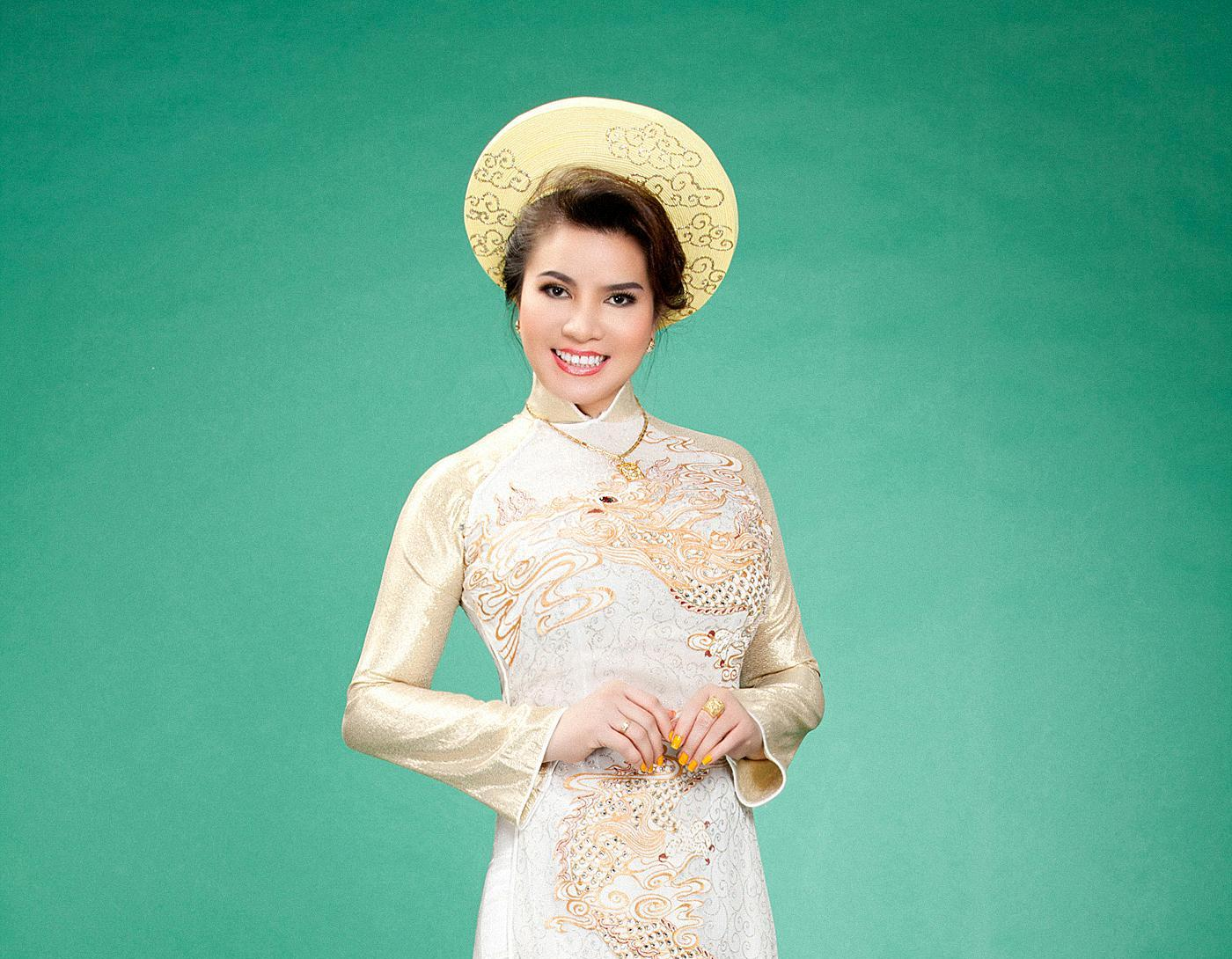 Bà Đoàn Thị Kim Hồng tham gia giám khảo cuộc thi Hoa hậu Quý bà Thế giới