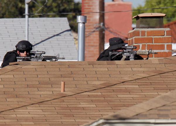 9 giờ thương thuyết bắt kẻ tấn công cảnh sát, bắt giữ con tin ở Los Angeles