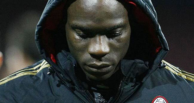 Vì sao Balotelli khóc?