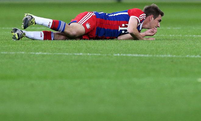 SỐC cho Bayern Munich: Lahm vỡ mắt cá chân, phải phẫu thuật, dự kiến nghỉ 3 tháng