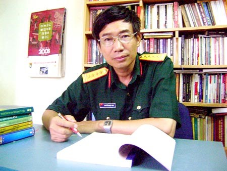 Nhà văn Sương Nguyệt Minh: Tiểu thuyết từ ám ảnh của 'người lính lạc rừng'