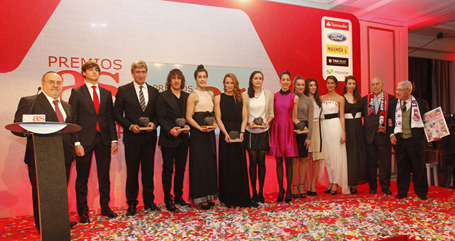 Puyol, Pellegrini nhận giải thưởng của tờ AS