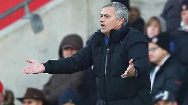Jose Mourinho xin lỗi vì chỉ trích trọng tài