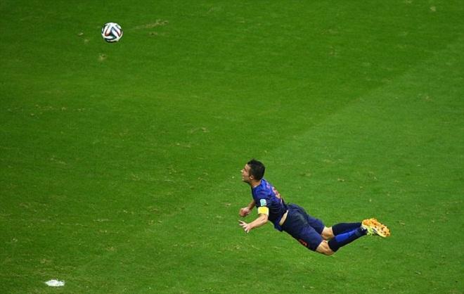 Van Persie tiết lộ bí mật về bàn thắng tuyệt đẹp ở World Cup 2014
