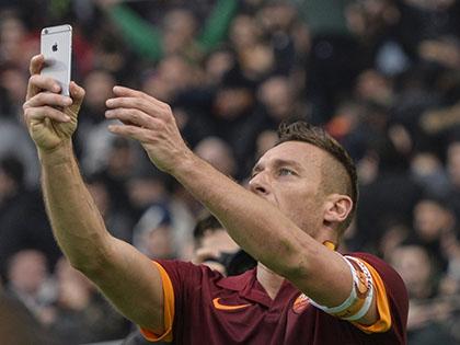 Anh Ngọc & Calcio: Ngày Totti đi vào lịch sử và một cú selfie...