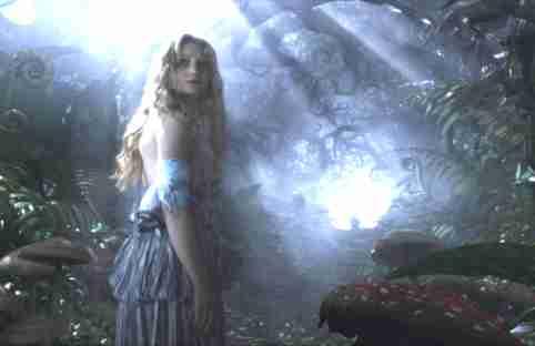 Phim chuyển thể Alice in Wonderland (2010) của Disney do Mia Wasikowska  đóng vai chính