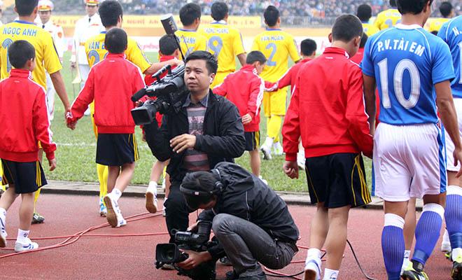 Chất lượng thiếu ổn định, V-League không bán được bản quyền truyền hình?