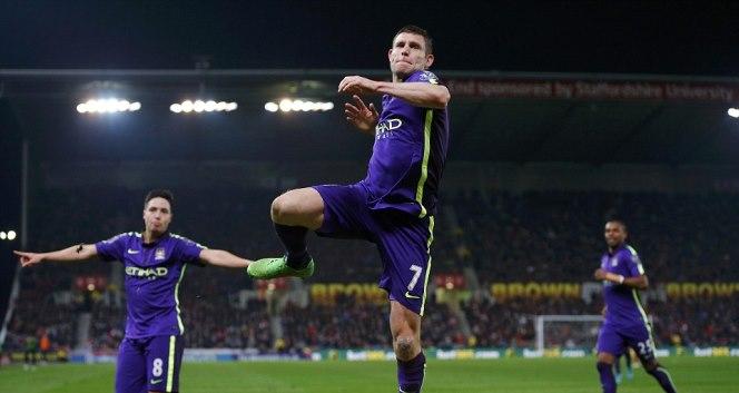 Aguero lập cú đúp, Man City phục hận thành công