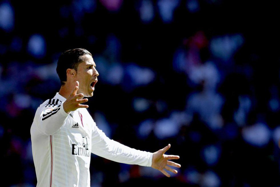 Ghi 3 bàn trong 8 phút, Ronaldo lập kỷ lục cá nhân ở Liga, vượt Messi trên danh sách Pichichi