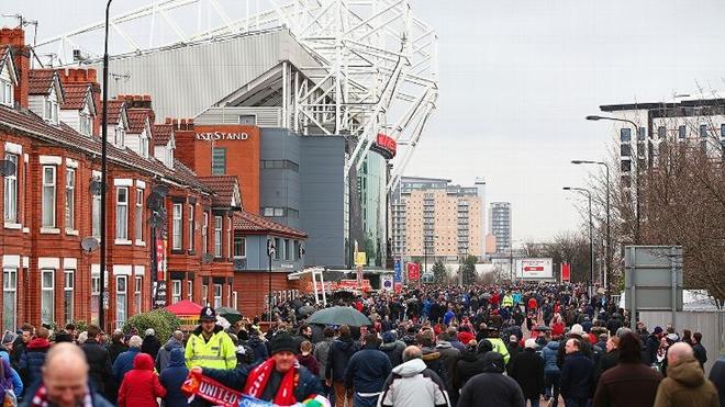 Manchester United sẽ nâng lương cho công nhân viên