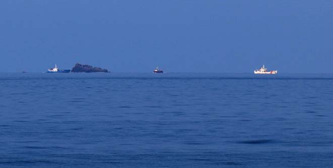 Thợ lặn tìm thấy nhiều mảnh vỡ 2 máy bay Su 22