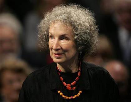 Margaret Atwood là thành viên danh dự của Viện Hàn Lâm Văn học & Nghệ thuật Mỹ