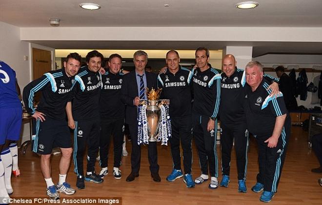 Jose Mourinho châm chọc Man United, Man City, Arsenal trong tiệc trao thưởng của Chelsea