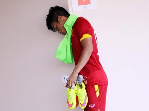 U23 Việt Nam thiệt quân: Tấn Tài rạn xương mác, nghỉ thi đấu hết giải