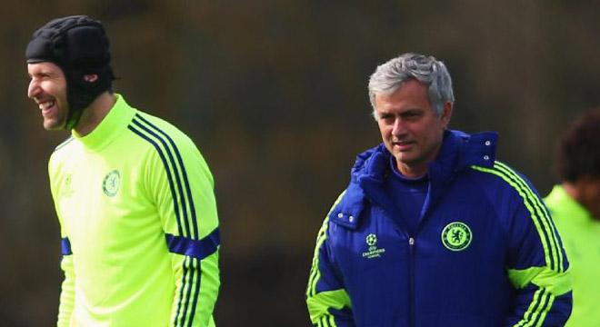 Mourinho quyết không bán Cech cho kình địch Arsenal
