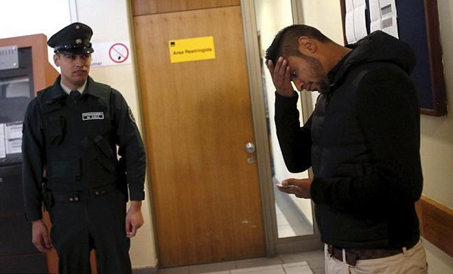 Vụ tai nạn xe: Vidal được trả tự do sau khi CĐV tụ tập đông, nổi giận trước tòa án