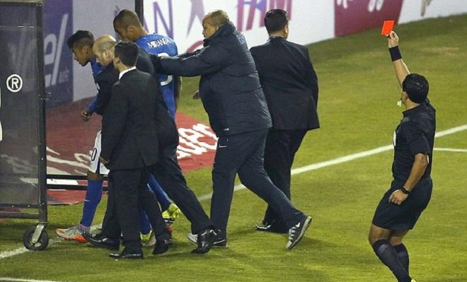 Neymar có thể nghỉ 2 trận. Dunga chỉ trích trọng tài