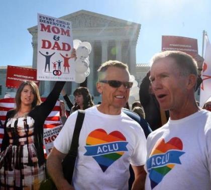Làng giải trí 'mở hội' vì Mỹ cho kết hôn đồng giới