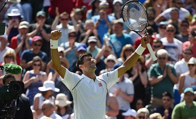 Wimbledon 2015: Chim sẻ xanh bay xuống sân… cổ vũ Djokovic?