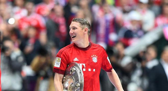 Pep Guardiola: 'Bastian Schweinsteiger ở lại Bayern. Tôi không quan tâm đến Di Maria'