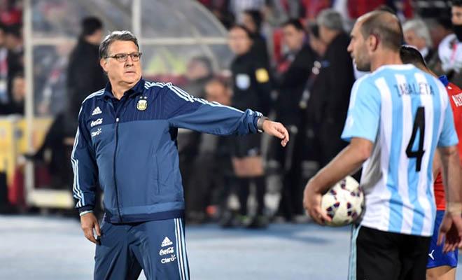 Argentina trắng tay vì Tata Martino quá kém!