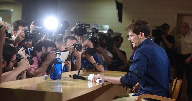 Casillas bật khóc trong cuộc họp báo chia tay Real Madrid