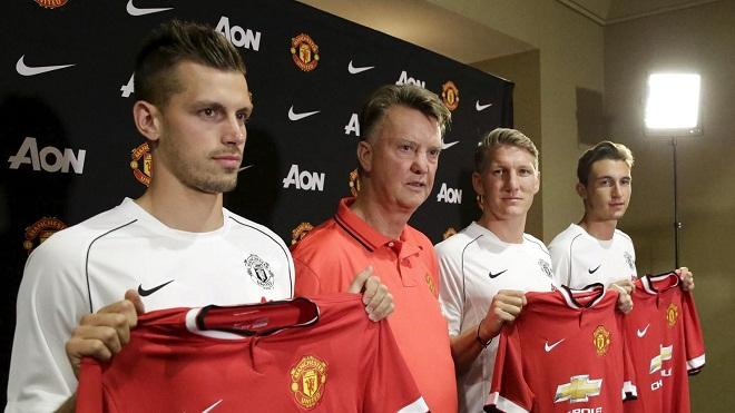 CẬP NHẬT tin tối 17/7: Van Gaal tuyên bố mua thêm 2 ngôi sao. Carragher mặc áo Man United