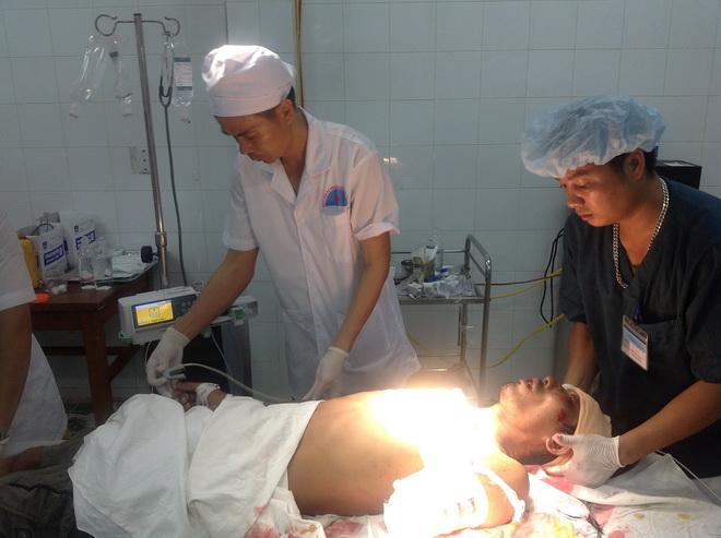 Nữ hộ sinh huyện đảo hiến máu cấp cứu ngư dân bị đứt rời 3/4 cánh tay