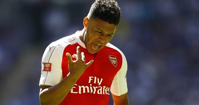 Đối thoại Oxlade-Chamberlain: 'Bè phái là khái niệm xa xỉ ở Arsenal'